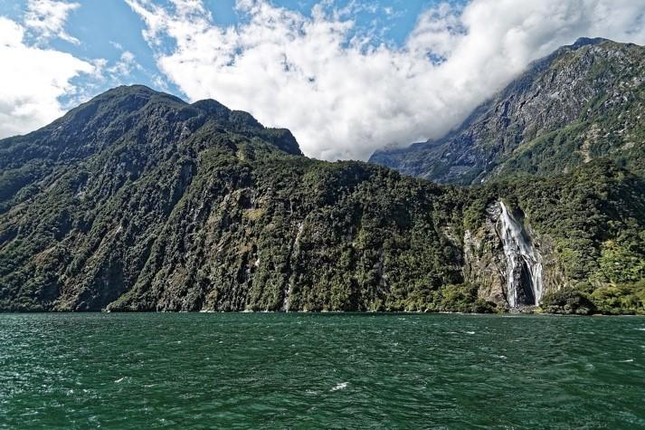 Une image contenant montagne, extérieur, nature, eau  Description générée automatiquement